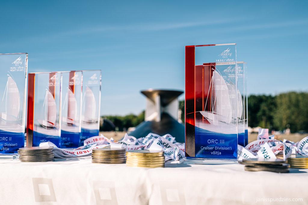 2020 - A. Le Coq 63. Muhu Väina regati lõputseremoonia - trofeed ja medalid