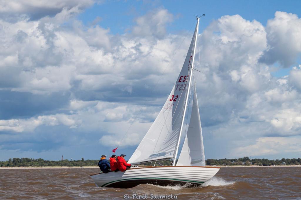 A. Le Coq 63. Muhu Väina regatt 2020 võitja Folkboot klassis - W-Lind, kapten Tiit Riisalo, Kalevi Jahtklubi. FOTO: Piret Salmistu