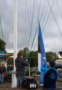 Kalevi Jahtklubi lipu langetas Hooaja Lõpuvõistluse Folkboot klassis võitnud jahi Linda kapten Pertti Neero. FOTO - Gerli Tooming